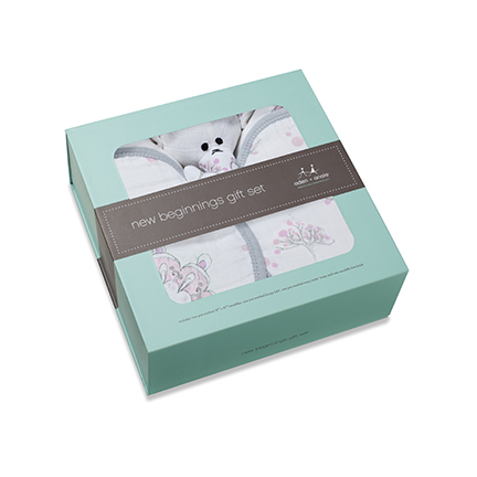 A darling set of newborn essentials from aden + anais®. This For the Birds gift set includes signature cotton muslin swaddles, swaddling book, burp bid and adorable toy, it's everything mommy and baby will need to stay comfy and cozy.