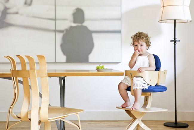 SCI SVAN Signet Complete Natural with Curly Girl In Highchair at Table