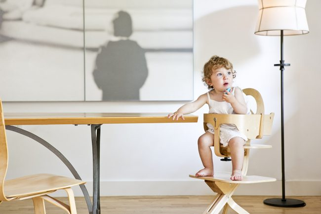 SCI SVAN Signet Complete Natural with Girl In Highchair