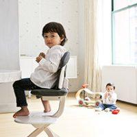 SCI SVAN Scandinavian Child Whitewash Signet Essential Highchair boy in gray signet